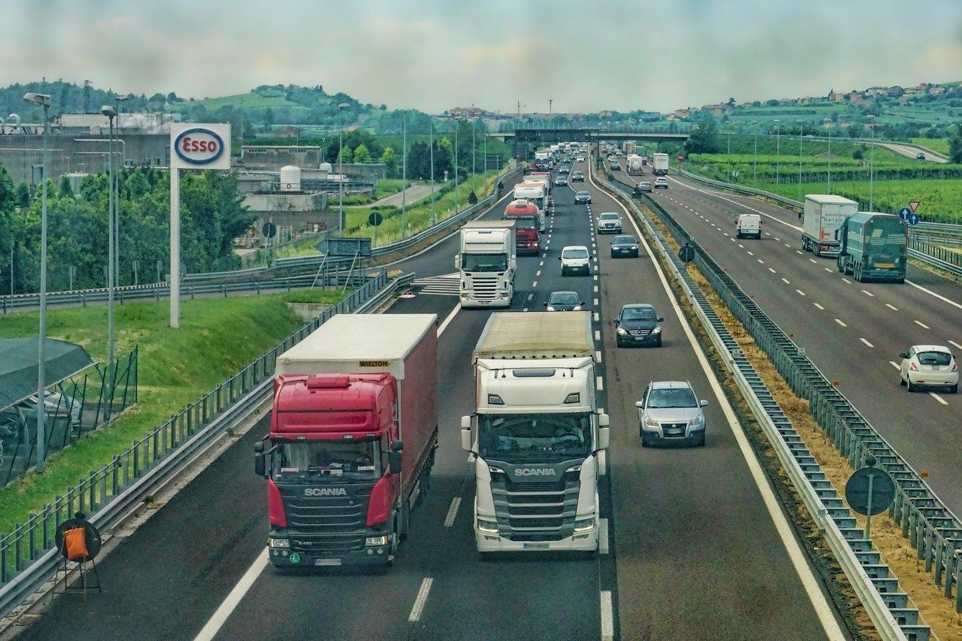 La CNMC sanciona dos cárteles formados por empresas de transporte de viajeros en Cantabria