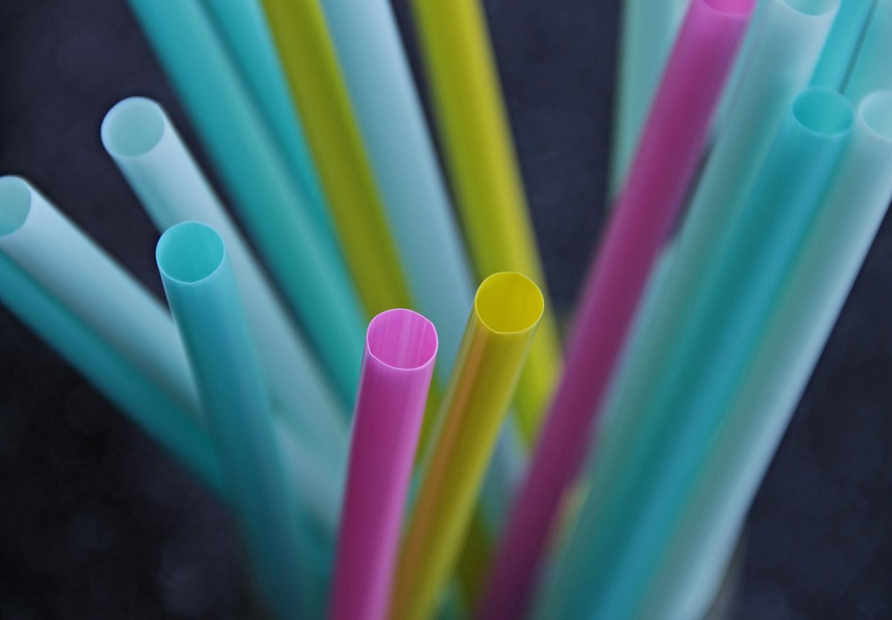 Pajitas, bastoncillos y platos de plástico quedarán prohibidos en toda la UE desde el 3 de julio
