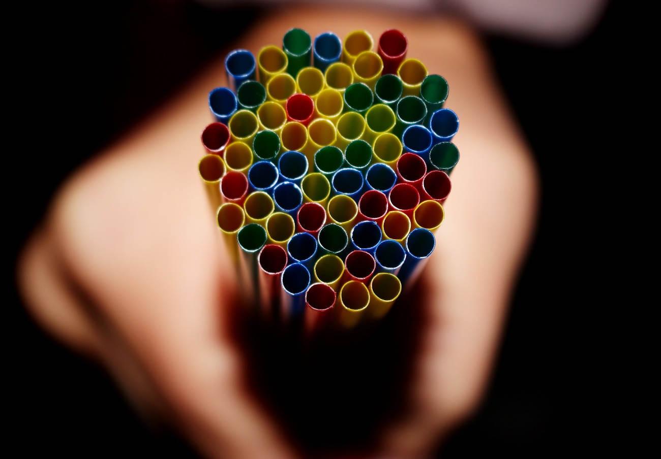 FACUA urge al Gobierno a transponer la directiva europea que prohíbe plásticos de un solo uso en la UE
