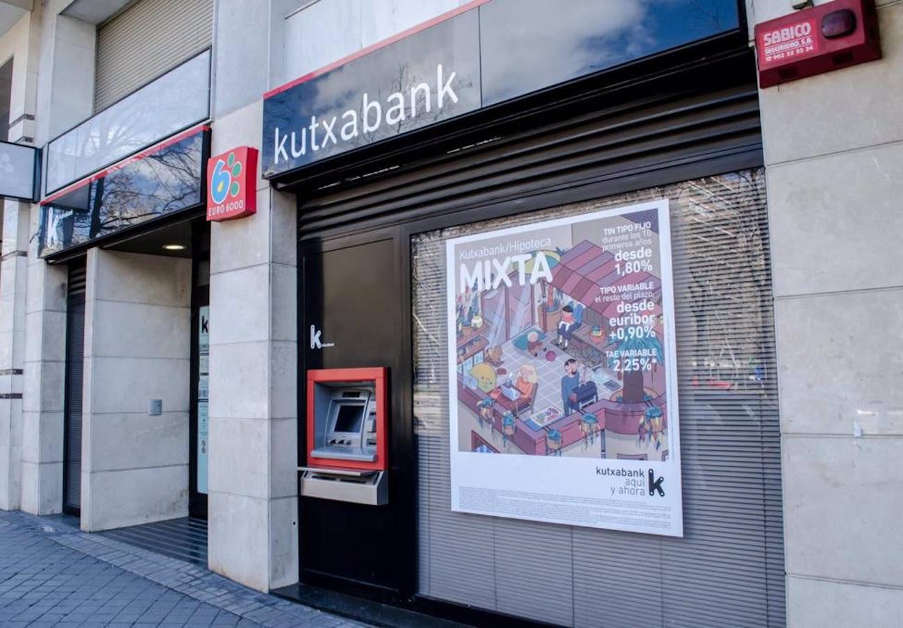 Kutxabank informa a un usuario de que están sustrayéndole dinero de su cuenta... pero no se lo devuelve