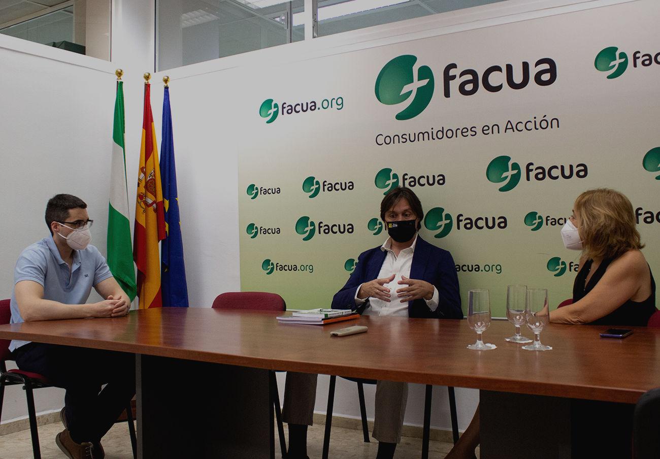 FACUA y su Fundación reciben la visita del rector de la Universidad Pablo de Olavide de Sevilla