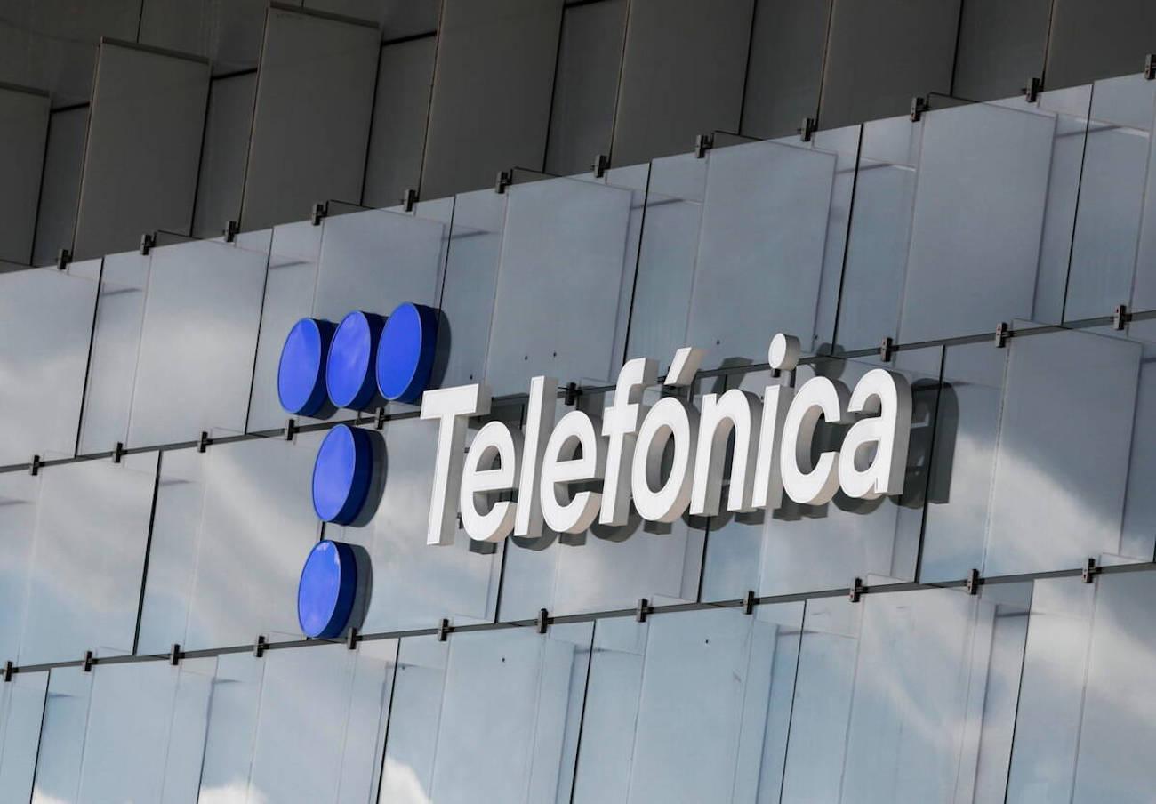 """La CNMC insta a Telefónica a """"modificar o aclarar"""" su oferta Fusión con alquiler de 'smartphones'"""