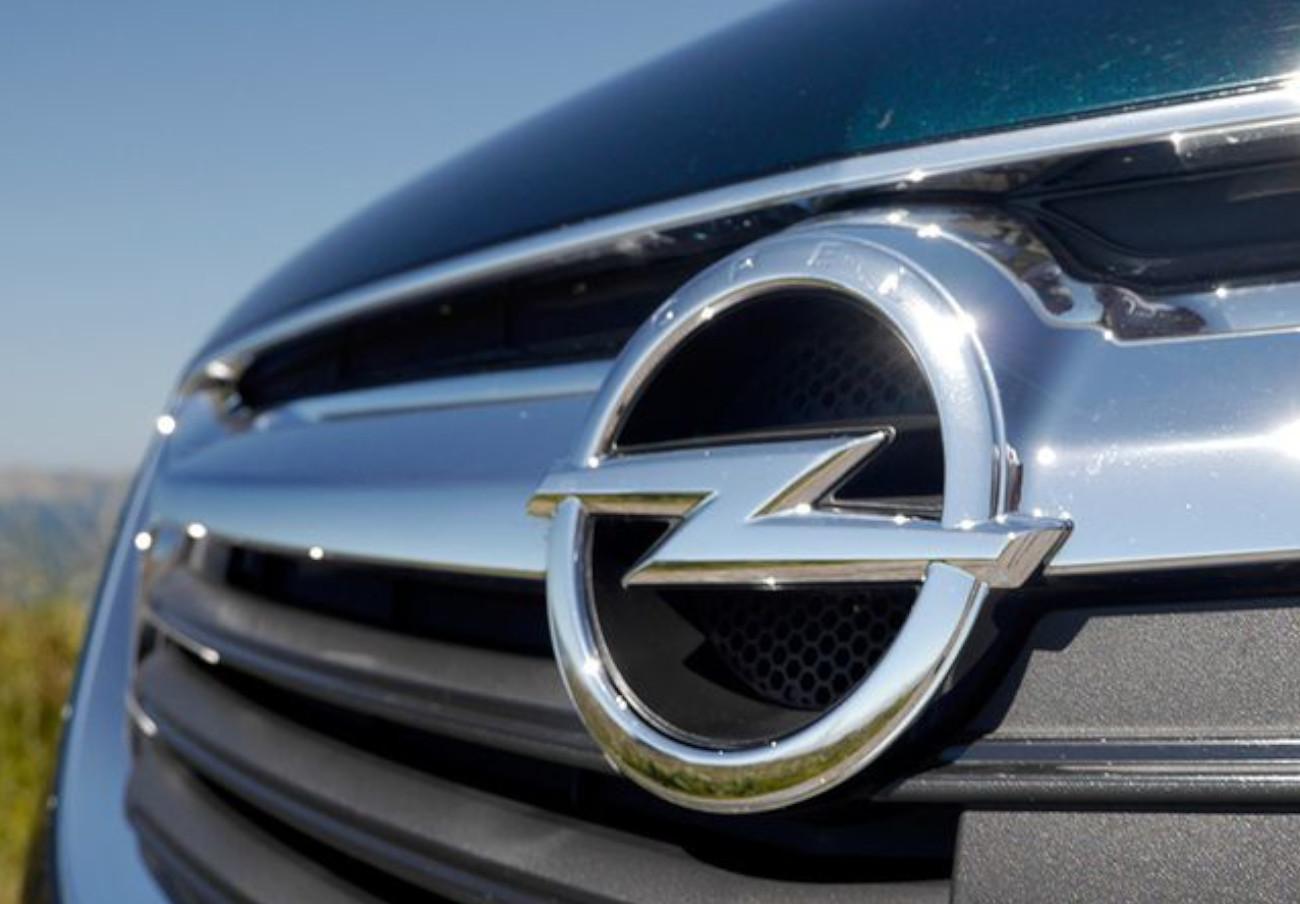Consumo alerta del riesgo de incendio de los Opel Movano B por una fuga de combustible