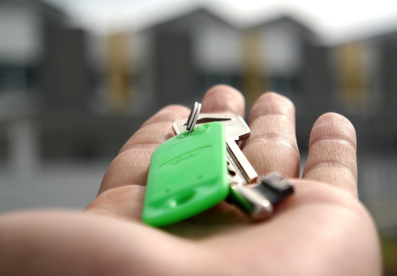 El Ministerio de Consumo advierte a las inmobiliarias de crecientes ilegalidades en contratos de alquiler