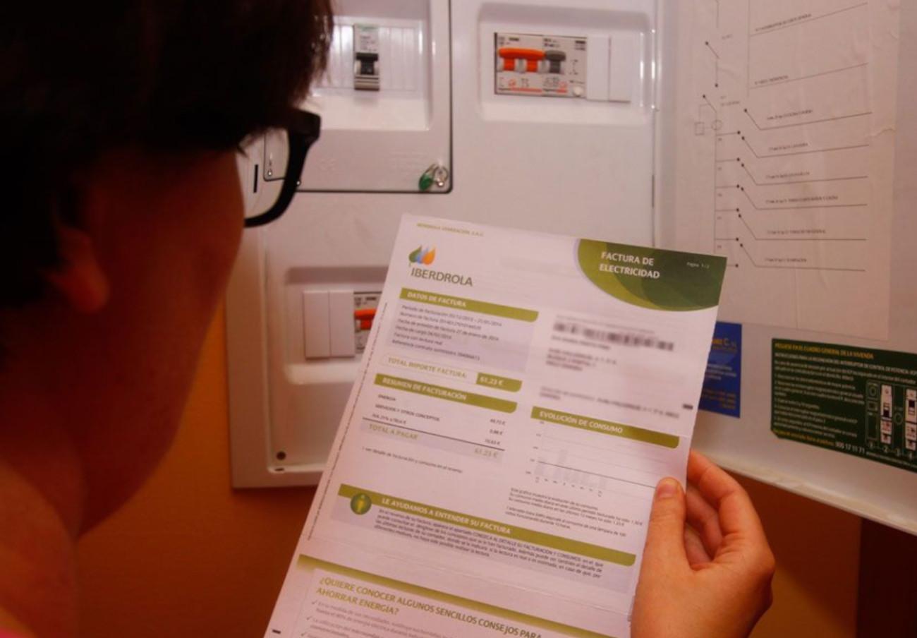 FACUA Comunidad Valenciana imparte un taller sobre la factura de la luz