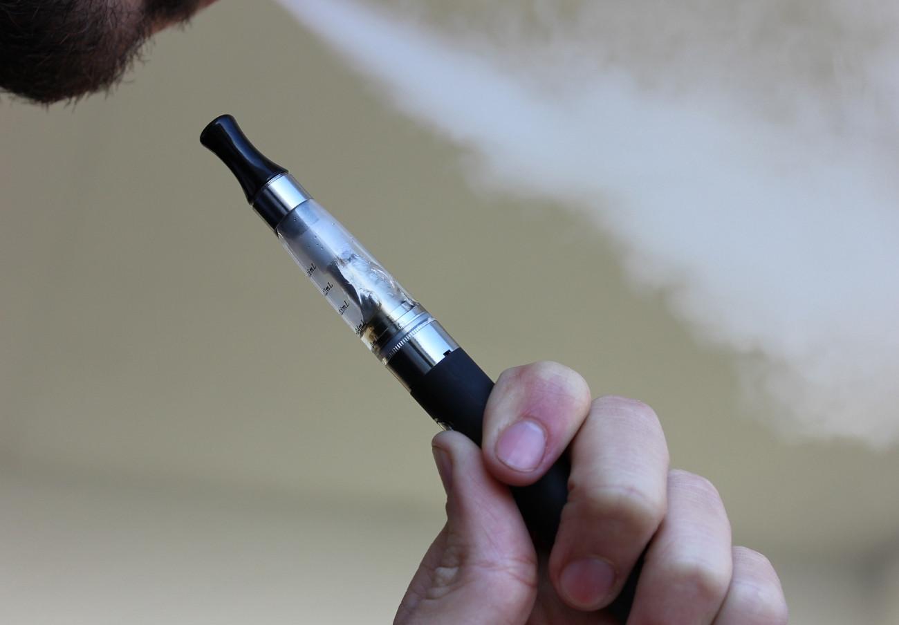 Descubren 2.000 sustancias químicas desconocidas en los cigarrillos electrónicos