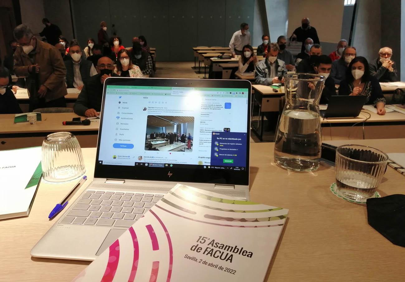 La Fundación FACUA recibe la visita de los representantes de Consumidores Argentinos y Fojucc de Chile