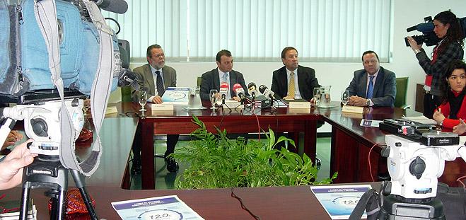 FACUA C�rdoba suscribe un convenio de colaboraci�n con la Empresa Municipal de Aguas de C�rdoba