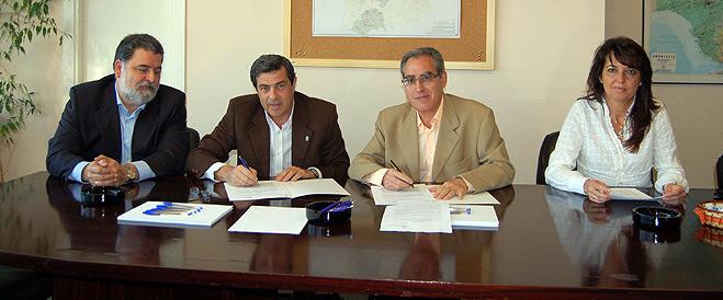 FACUA Sevilla firma un convenio de colaboraci�n con la empresa p�blica Aguas del Huesna