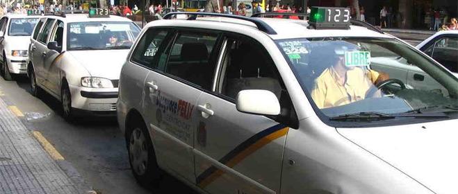 FACUA Sevilla advierte de la ilegalidad de las 'listas negras' de usuarios de las emisoras de taxis
