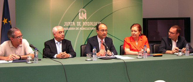 Agricultura renueva las líneas de colaboración con las federaciones de consumidores andaluzas