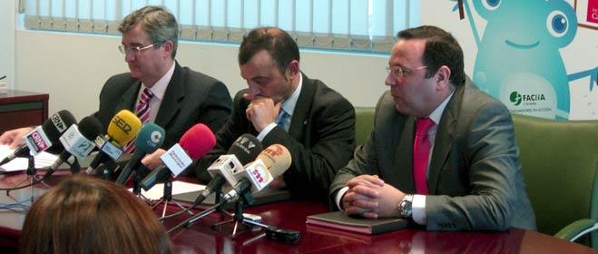 FACUA C�rdoba, Emacsa y la Fundaci�n Cajasur firman un convenio de colaboraci�n