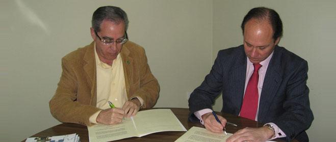 FACUA Andaluc�a y Fandabus firman un convenio de colaboraci�n