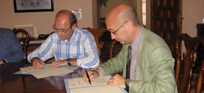 FACUA Sevilla y Emasesa firman un convenio de colaboración