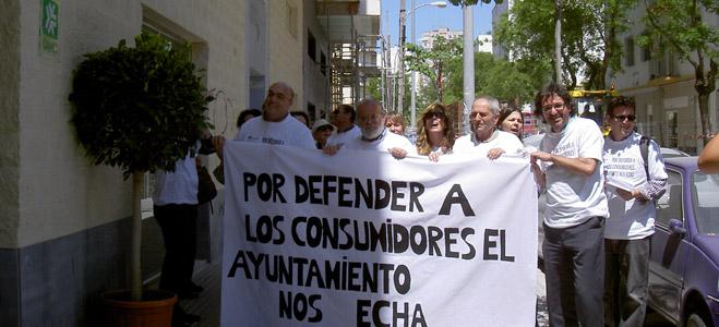 FACUA Cádiz se manifiesta ante las nuevas dependencias de la Delegación Municipal de Consumo