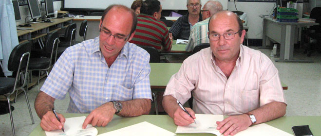 FACUA Sevilla y la Federación Local de Asociaciones de Vecinos de Dos Hermanas  firman un convenio de colaboración
