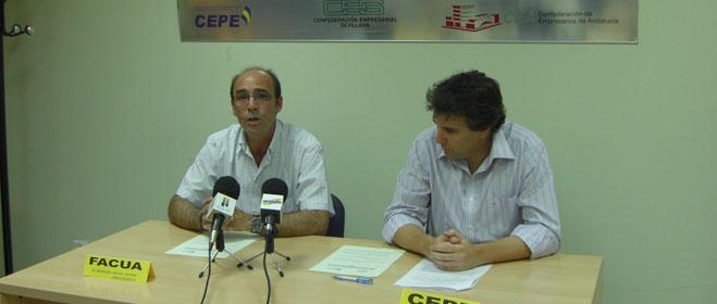 FACUA Sevilla y la Confederación de Empresarios y Profesionales de Écija firman un convenio de colaboración