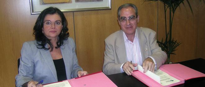 FACUA y el Consejo General de Farmacéuticos firman un convenio de colaboración
