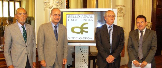 FACUA Málaga presente en la entrega de la certificación de excelencia a la Empresa Malagueña de Transportes