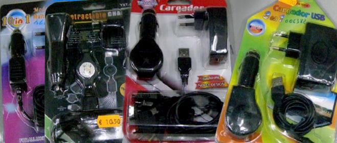 Ordenan la retirada del mercado de ocho cargadores de móviles por riesgos eléctricos