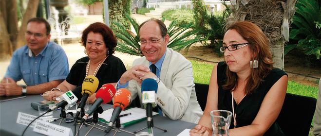 FACUA Andaluc�a acude a la entrega de subvenciones para fomentar el consumo responsable de bolsas de pl�stico