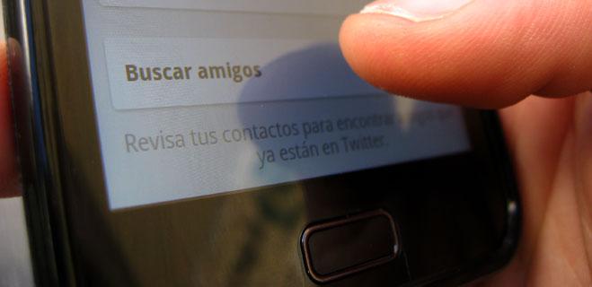 FACUA denuncia a Twitter por guardar sin permiso la agenda de contactos de los móviles
