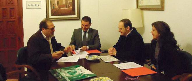 FACUA Huelva suscribe un convenio con el Ayuntamiento de Moguer