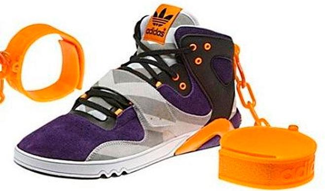 Adidas cancela en EEUU el lanzamiento de unas zapatillas con grilletes parecidas a las que llevaban los esclavos
