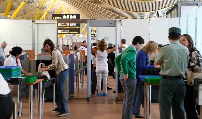 FACUA ve una tomadura de pelo que Bruselas prorrogue otra vez las restricciones a líquidos en el equipaje de mano