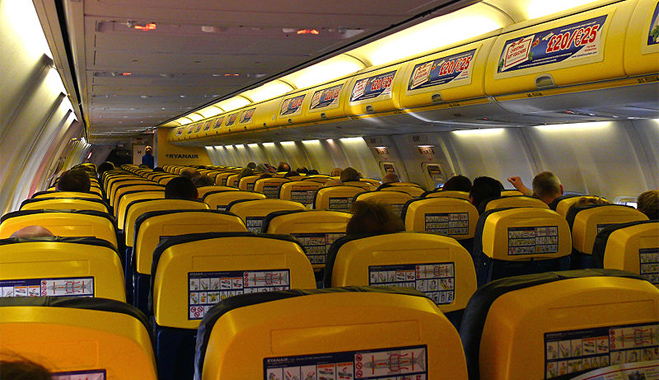 El 93% de los pasajeros cree que Fomento se desentiende de controlar los fraudes de las aerolíneas