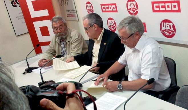 Los secretarios generales de CCOO y UGT firman el manifiesto en apoyo a FACUA tras reunirse con su presidente