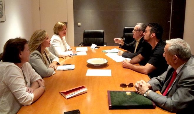 El presidente de FACUA, Paco S�nchez Legr�n, se re�ne con la secretaria de Pol�tica Social del PSOE, Trinidad Jim�nez