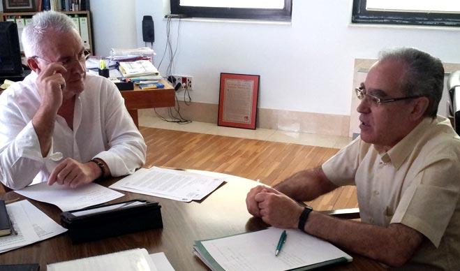 """Cayo Lara denuncia que el Gobierno quiere """"asfixiar a las organizaciones que defienden a los ciudadanos"""" y critica la amenaza a FACUA"""
