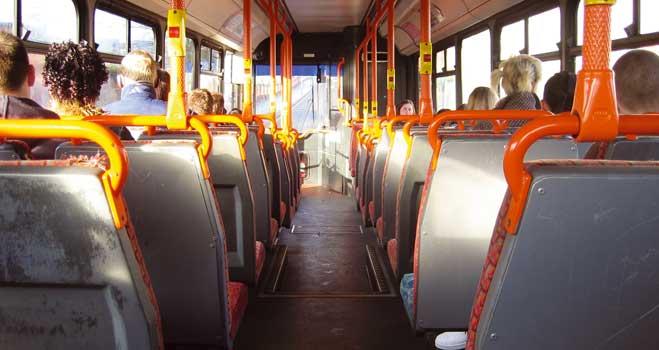 Un estudio de FACUA revela diferencias de hasta el 213% en las tarifas de los autobuses urbanos