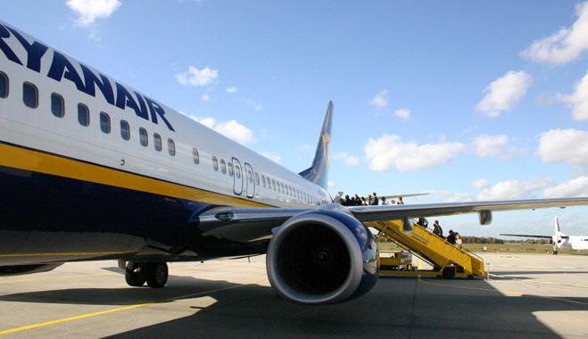 Ryanair, condenada a indemnizar a una socia de FACUA al dejar en tierra a su hijo de 4 años por ir sin DNI
