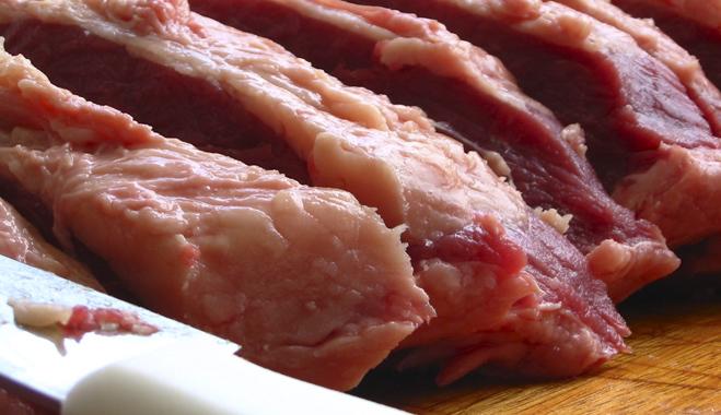 FACUA pide a Cañete que informe de los controles que descartan la carne de caballo sin etiquetar