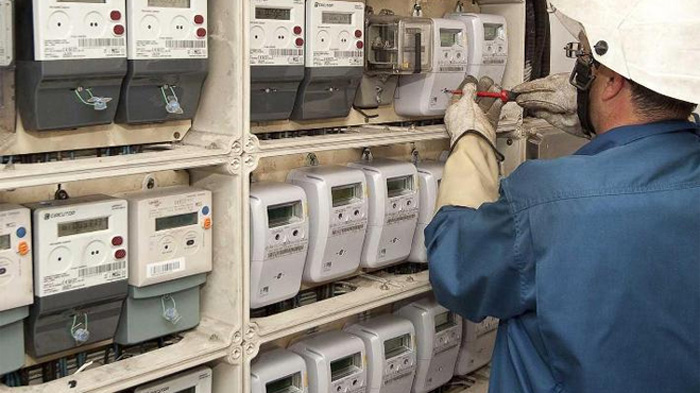 Nuevos contadores de la luz elevan el riesgo de robos al revelar si el piso está vacío, alerta FACUA
