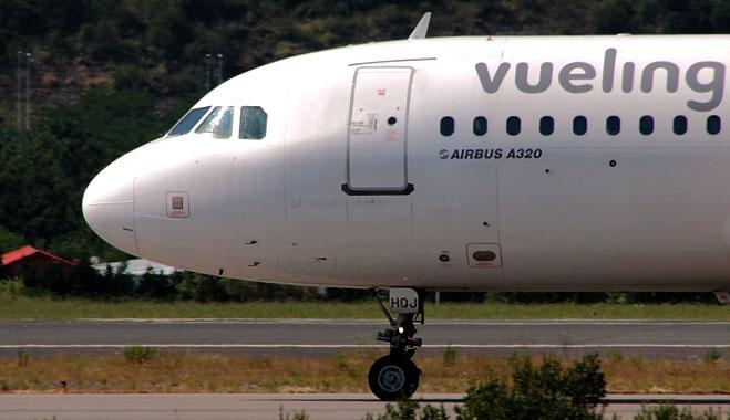 FACUA denuncia a Vueling por limitar el reintegro de la vuelta de los vuelos afectados por la huelga