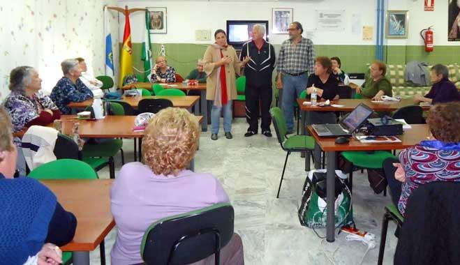 FACUA Huelva desarrolla una jornada formativa en el centro de mayores del barrio El Torrejón