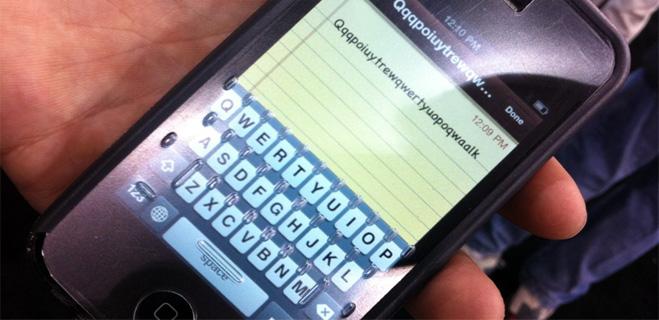 ¿Tu compañía no te libera el móvil? Pide que la multen con el modelo de reclamación de FACUA
