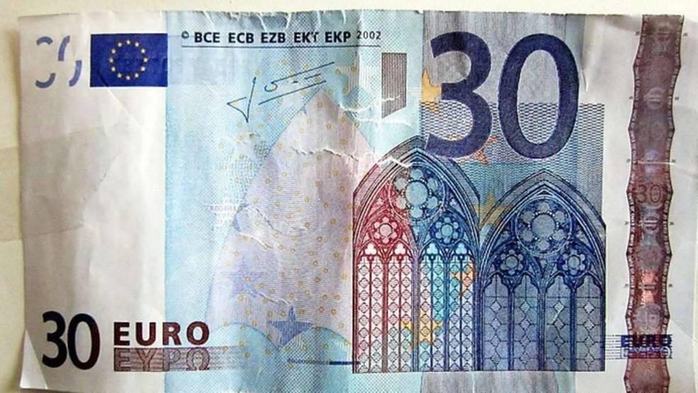 Paga unos cigarrillos con un billete de 30 euros y le devuelven el cambio