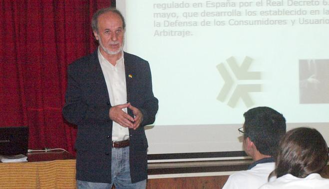FACUA Jaén explica el funcionamiento de la asociación a escolares de ciclos formativos de Linares