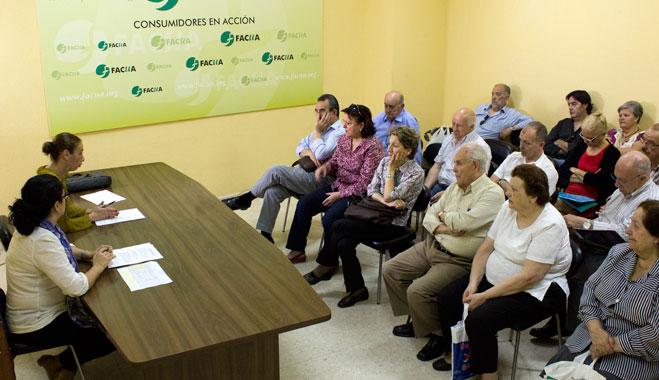 FACUA Sevilla celebra una reunión con socios afectados por las preferentes de Bankia