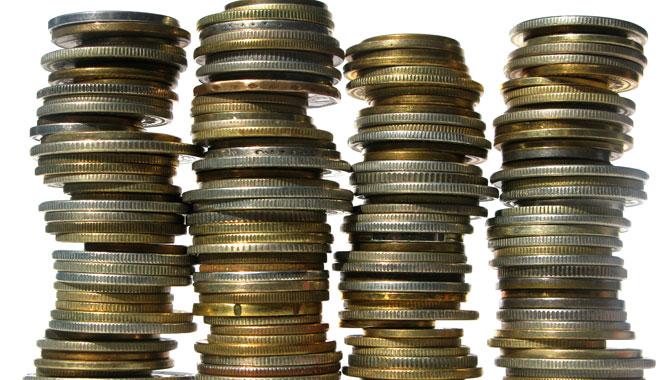 Los usuarios pagamos hasta 200 euros anuales en comisiones bancarias, según un análisis de FACUA