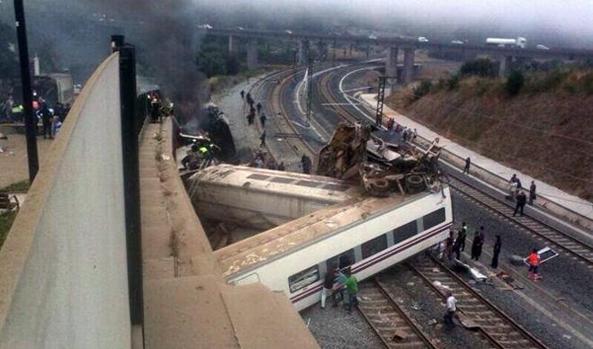 Decenas de muertos en Santiago al descarrilar un tren Alvia que cubría la ruta Madrid-Ferrol