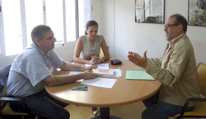 El presidente del CES traslada a FACUA Huelva que propondrá mejorar la elección del vocal de los usuarios
