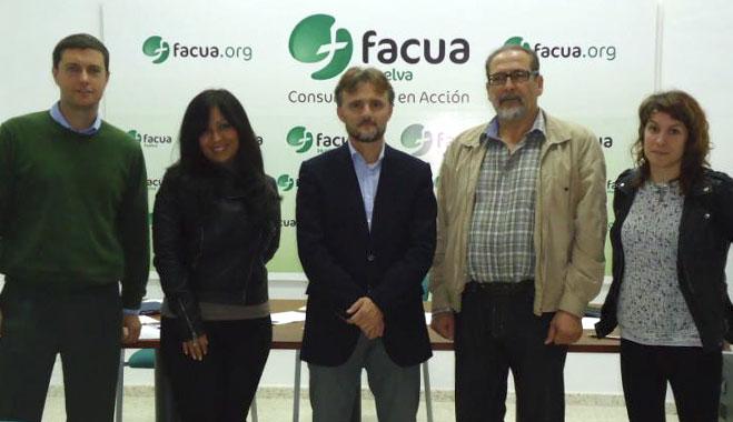 El delegado de la Junta en Huelva se compromete a corregir la representación de los usuarios en el Cesph
