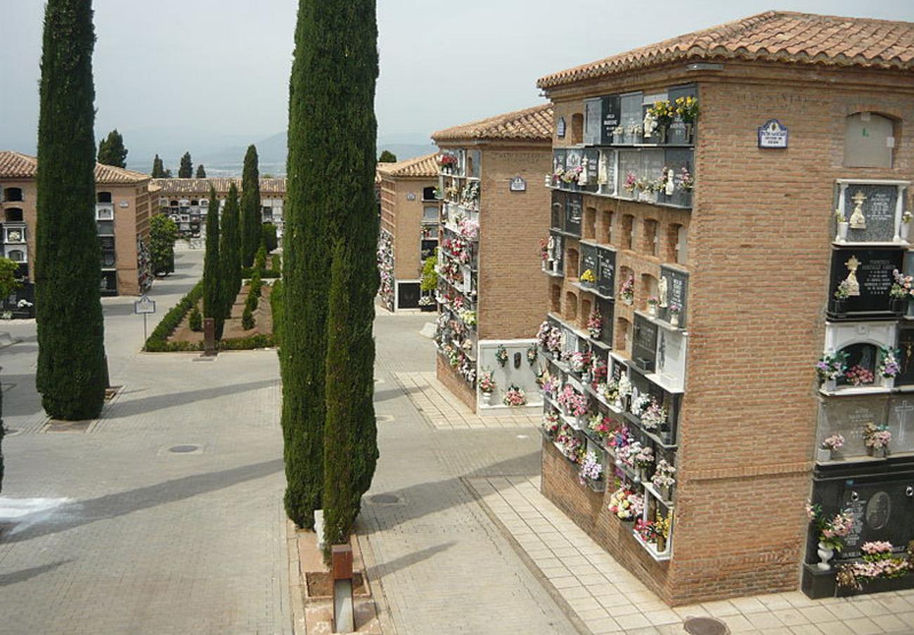 El Ayuntamiento de Granada abre expediente a Emucesa por nuevas exhumaciones, tras la denuncia de FACUA