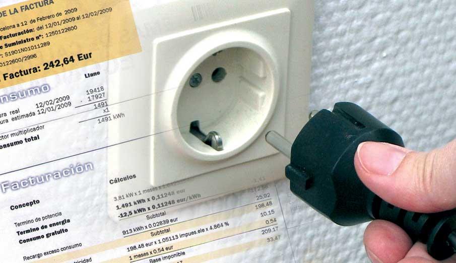 Uno de cada cuatro usuarios presentó una reclamación a su eléctrica este año, según una encuesta de FACUA