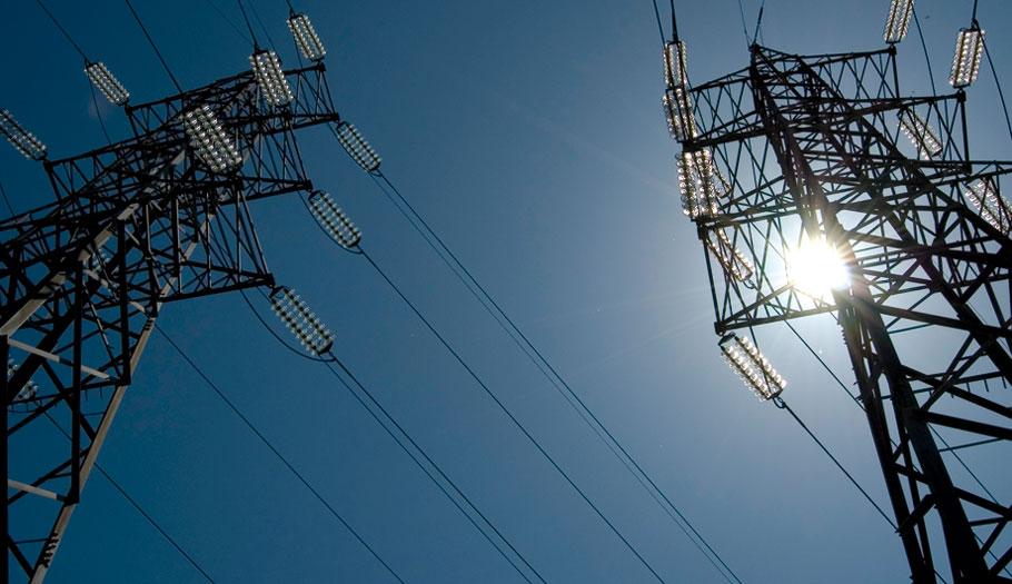 El Gobierno sube en febrero un 18% el término de potencia y baja un 7% el de energía eléctrica